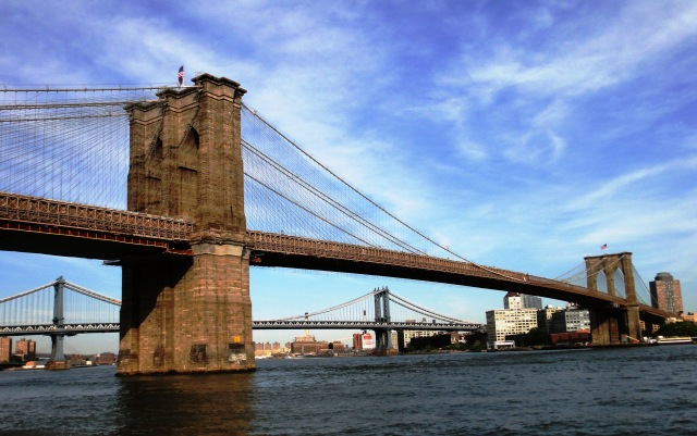 America_Brooklyn_Bridge_as_seen_from_FDR_Drive_in_Manhattan